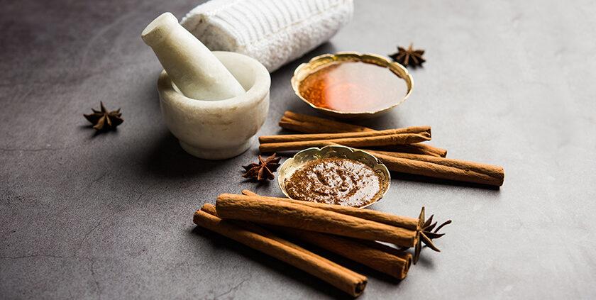 tratament acnee acasa - masca miere si scortisoara